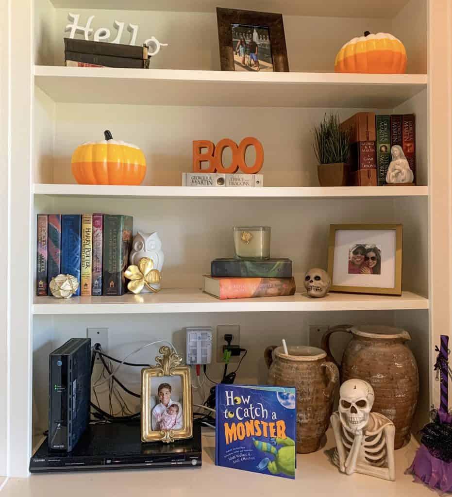 Bookshelf decor for Halloween